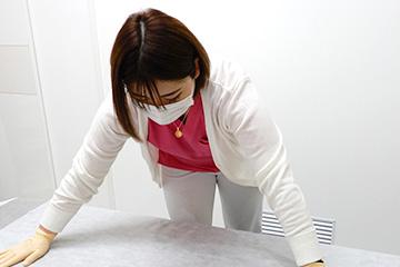 新宿マリアクリニックでは、施術ベッドのシーツは使い捨てのものを使用